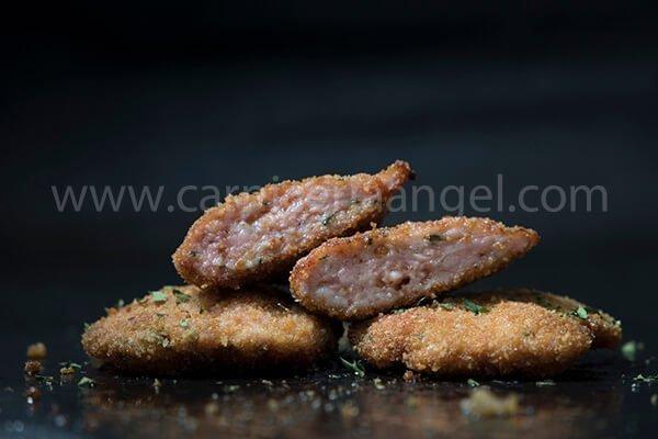 Comprar online filetes rusos con pollo de ajo y perejil. Aprende también a hacerlos con nuestra receta de filetes rusos de pollo con ajo y perejil.
